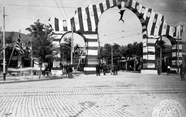 Η Θεσσαλονίκη γιορτάζει την 1η επέτειο της απελευθέρωσης, 1913