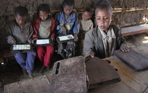 Το πείραμα του Negroponte: αναλφάβητα 5χρονα παιδιά χακάρουν το android