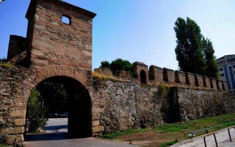 Τοπ Χανέ, ο Πύργος του Βαρδαρίου
