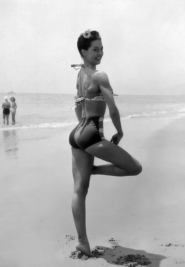 2.25-most-beautiful-women-before-color-photos-71