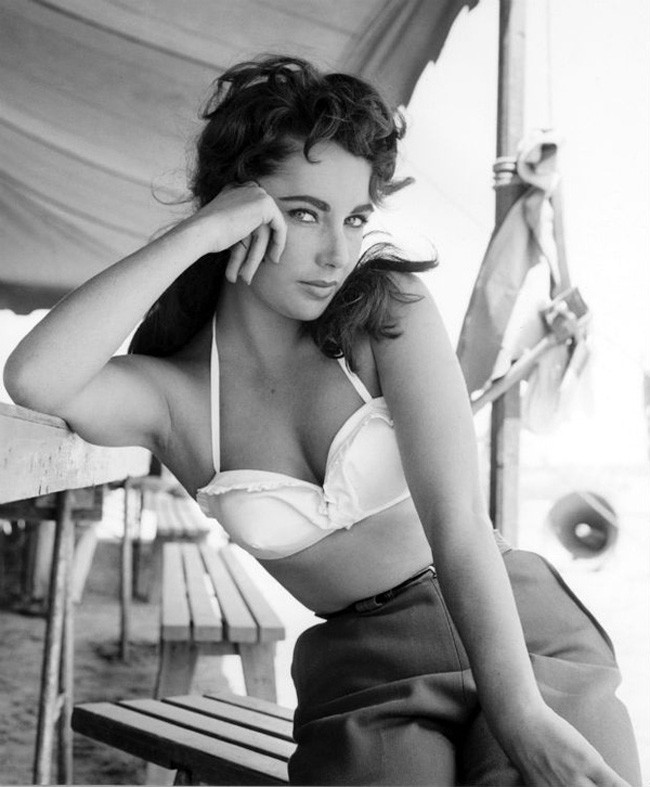 6.25-most-beautiful-women-before-color-photos-201