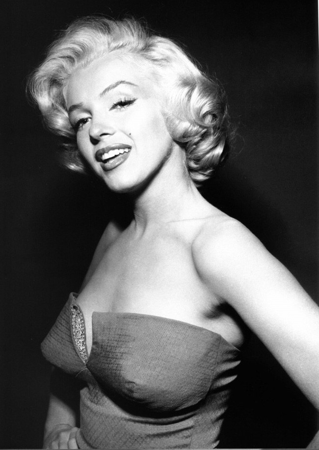 8.25-most-beautiful-women-before-color-photos-151