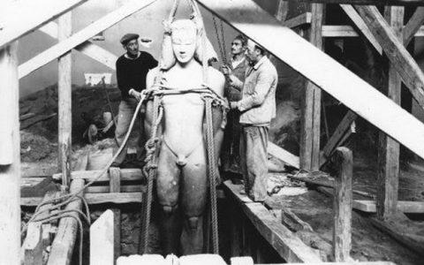 1940, Τα θαμμένα αγάλματα του πολέμου