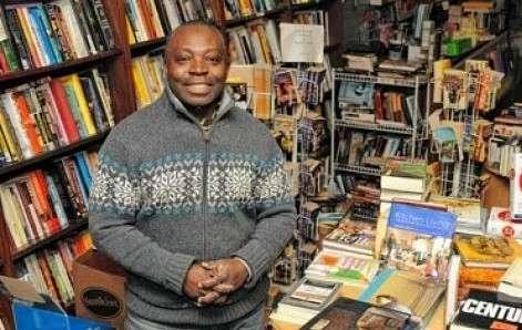 Το πρώτο Ελληνικό βιβλιοπωλείο στη Νέα Υόρκη είχε Νιγηριανό ιδιοκτήτη