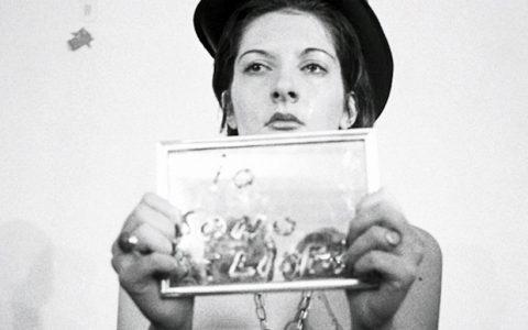 Rhythm 0, η πιο extreme performance της Marina Abramovic