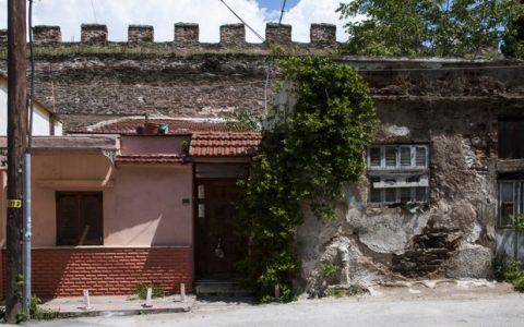 Κάστρα, μία άλλη πόλη χτισμένη 'τοίχο-τοίχο'