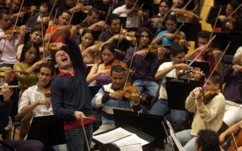 Δεν είναι ορχήστρα, είναι επανάσταση
