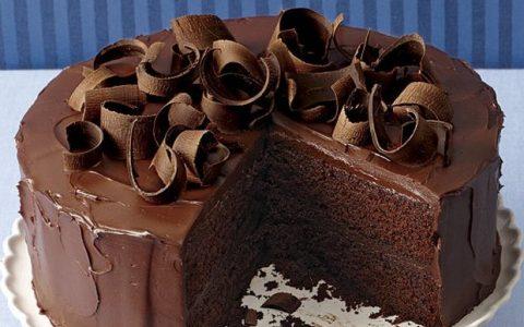 Λαχταριστή, σοκολατένια τούρτα πανεύκολη!