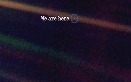 Η χλωμή, μπλε κουκίδα, από τον Carl Sagan