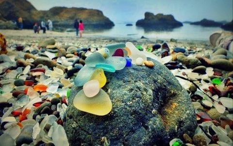 Glass beach, όταν η φύση διορθώνει τα ανθρώπινα λάθη