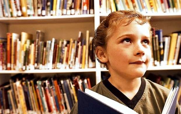 Γονείς, δεν πρέπει να διαβάζετε τα παιδιά σας