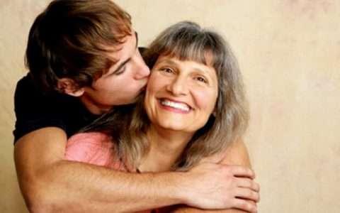 Ο άνδρας και η μητέρα του