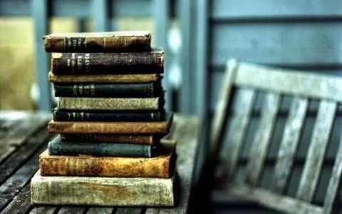 60 Έλληνες συγγραφείς επιλέγουν τα αγαπημένα τους βιβλία