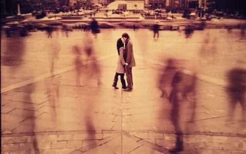 Ο ήχος των ανθρώπινων ζωών, Τσαρλς Μπουκόφσκι
