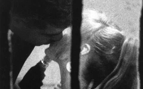 Το πιο σύντομο κείμενο για το φιλί, από τον Ντίνο Χριστιανόπουλο
