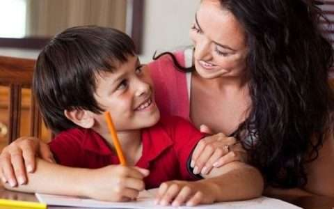 Απογευματινή μελέτη: συμβουλές για να μην εξαντληθούν ούτε τα παιδιά, ούτε εσείς
