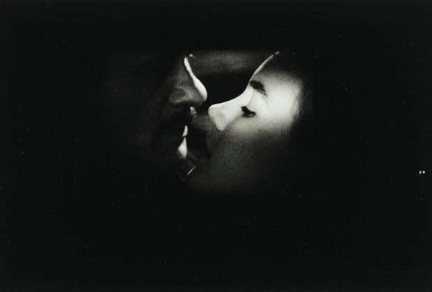 Ντίνα Αγράμπελη: το φιλί