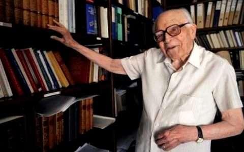 Εμμανουήλ Κριαράς: είναι έξυπνος ο Έλληνας αλλά δεν τον βοηθά η εξυπνάδα του