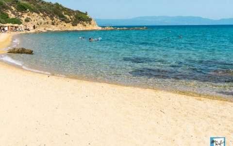 Νέα Ρόδα Χαλκιδικής, παραλίες με τον αέρα του Αιγαίου δίπλα στο Άγιο Όρος