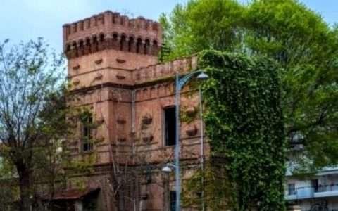 Η ιστορία του… καμένου ''κόκκινου πύργου'' στην Ανάληψη