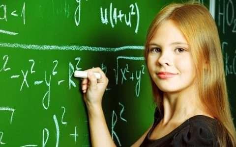 «Τα αγόρια φοβούνται τις έξυπνες», 4 μπούρδες που λέμε στις κόρες μας