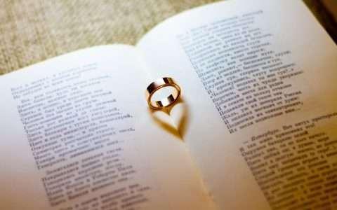 Ωδή στον έρωτα μέσα από 5 εξαιρετικά ερωτικά ποιήματα