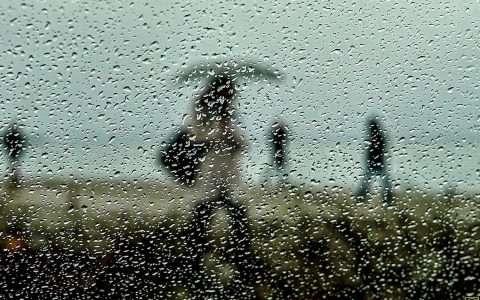 Βροχερή Θεσσαλονίκη, η μελαγχολική γοητεία της πόλης