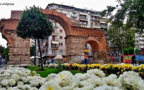 Καμάρα (Αψίδα του Γαλέριου), το πιο δημοφιλές σημείο συνάντησης στη Θεσσαλονίκη