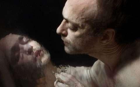Κοιτάζω τον εαυτό μου στον καθρέφτη και αναρωτιέμαι, από την Τατιανή Τουζλούκωφ