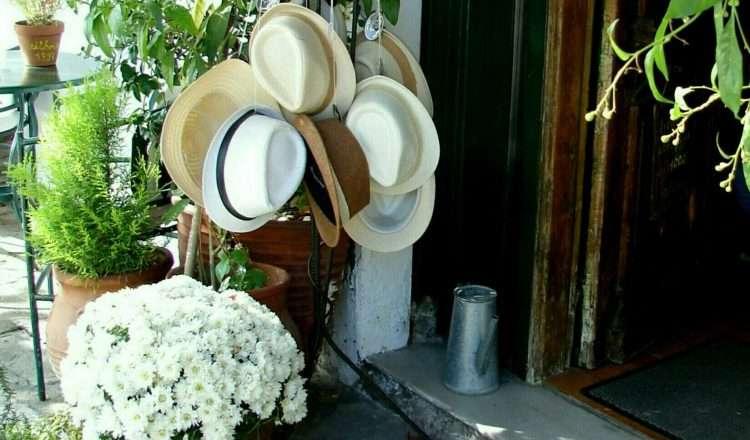 Τα ψάθινα καπέλα των επισκεπτών του Γεντί Κουλέ