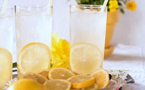 Σπιτική λεμονάδα για τις ζεστές μέρες του καλοκαιριού