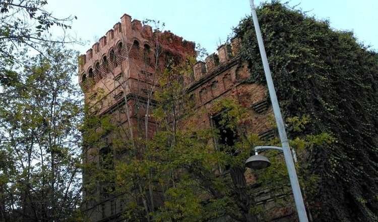 Chateau mon bonheur, ο Κόκκινος Πύργος, αφιερωμένος σε έναν μεγάλο έρωτα!