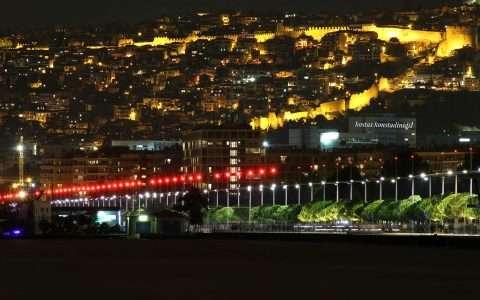 Η Νέα Παραλία Θεσσαλονίκης τη νύχτα: πανέμορφη και μυστηριώδης!