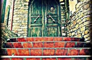 ©Ερωδίτη Παπα: Στα σκαλιά ενός παραμυθένιου κάστρου