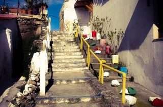 ©Giota Tasioula: σε σκαλιά στην Άνω Πόλη