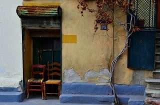 ©Maraki Nteve: σε δυό καρέκλες στην Άνω Πόλη
