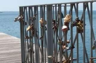 ©Tassos Sofianos: κλειδώνοντας την αγάπη στην Παραλία