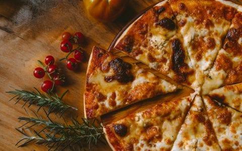 Πίτσα, ο αιώνιος «έρωτας»: Πως μπορείς να την «κάψεις»;