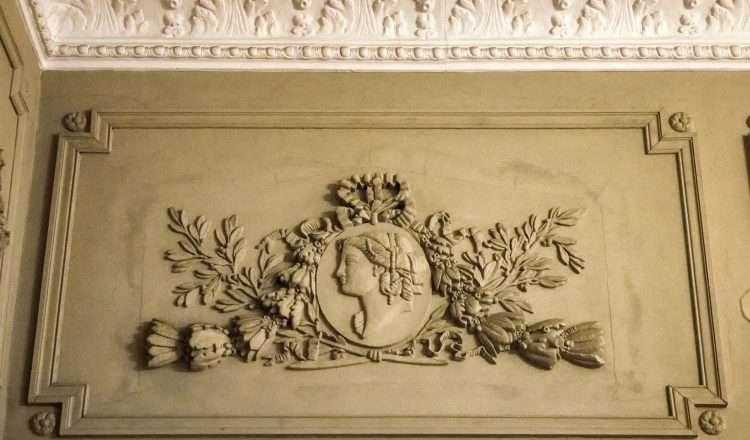 Μια προσωπογραφία, σε ένα σημείο της οροφής τής Casa Bianca