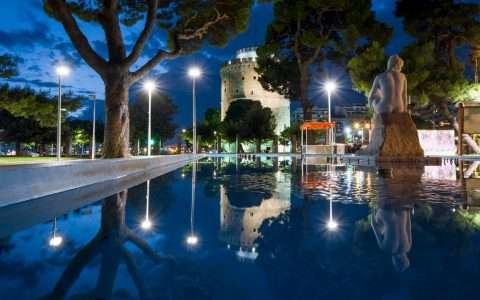 Θεσσαλονίκη, όλη η πόλη σε αντανακλάσεις, από τον Λευτέρη Τσότσο