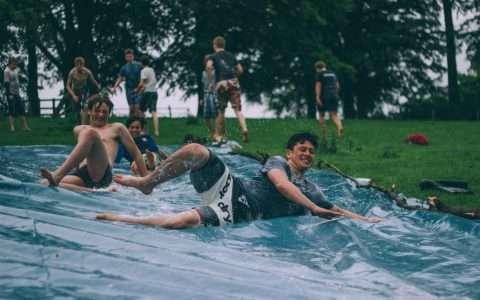 Πού ζουν οι πιο ευτυχισμένοι έφηβοι του κόσμου