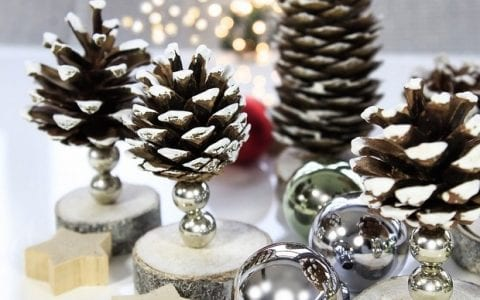 10 Χριστουγεννιάτικες κατασκευές με κουκουνάρια που θα λατρέψουν μικροί & μεγάλοι!