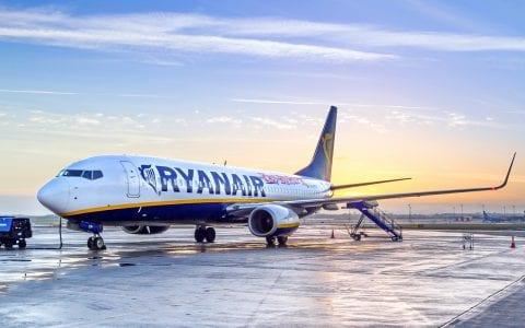 Ryan Air: κόβει το δρομολόγιο Θεσσαλονίκη - Αθήνα και προσθέτει άλλα 4