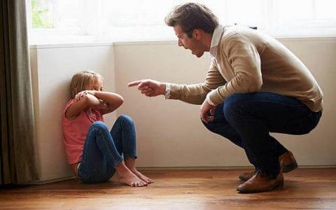 Φράσεις που πρέπει να αποφεύγονται σε στιγμές έντασης με τα παιδιά μας