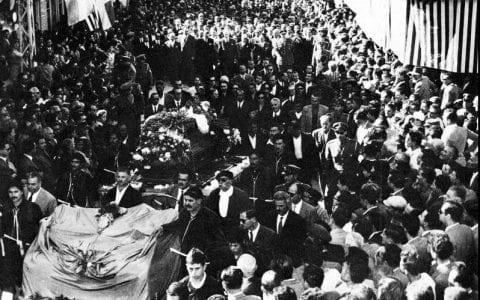 Νίκος Καζαντζάκης, ο θάνατος, η κηδεία και ο ενταφιασμός του