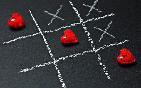 Έλα να παίξουμε μια παρτίδα «έρωτα»… από τη Μαρία Κουγιουμτζόγλου