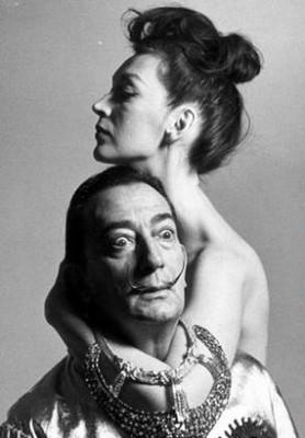 13 Μούσες & Καλλιτέχνες: Οι άγνωστοι έρωτες πίσω από τα σπουδαιότερα έργα στην ιστορία.