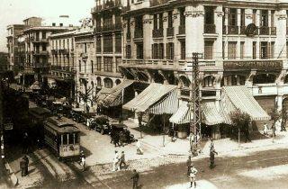 Η διασταύρωση Τσιμισκή-Βενιζέλου, από όπου το τραμ εισερχόταν στην Αγίου Μηνά για να κάνει αναστροφή (Μουσείο Φωτογραφίας Χρήστος Καλεμκερής Δήμου Καλαμαριάς).
