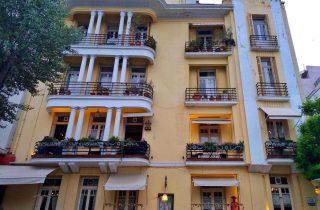 ©κωστας κωνσταντινιδης (Κτήριο στην Πλατεία Ναυαρίνου)