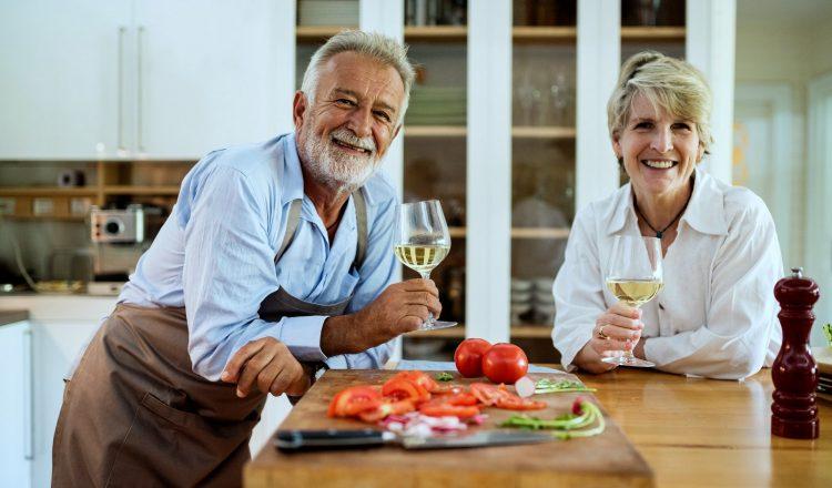 Η ζωή ίσως ξεκινά στα 40, αλλά γίνεται απολαυστικότερη μετά τα 50
